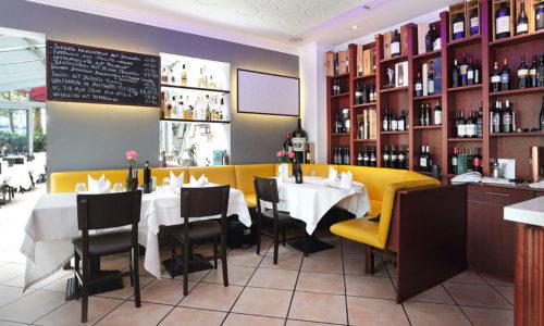 ristorante-pfauen-reutlingen-innen-wein-regale